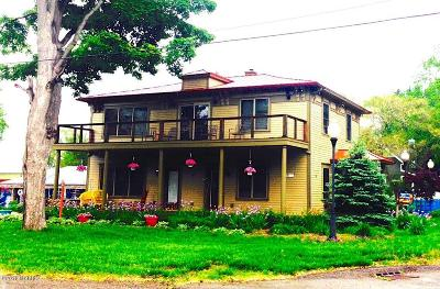 Saugatuck, Douglas Multi Family Home For Sale: 11 E Chestnut Street