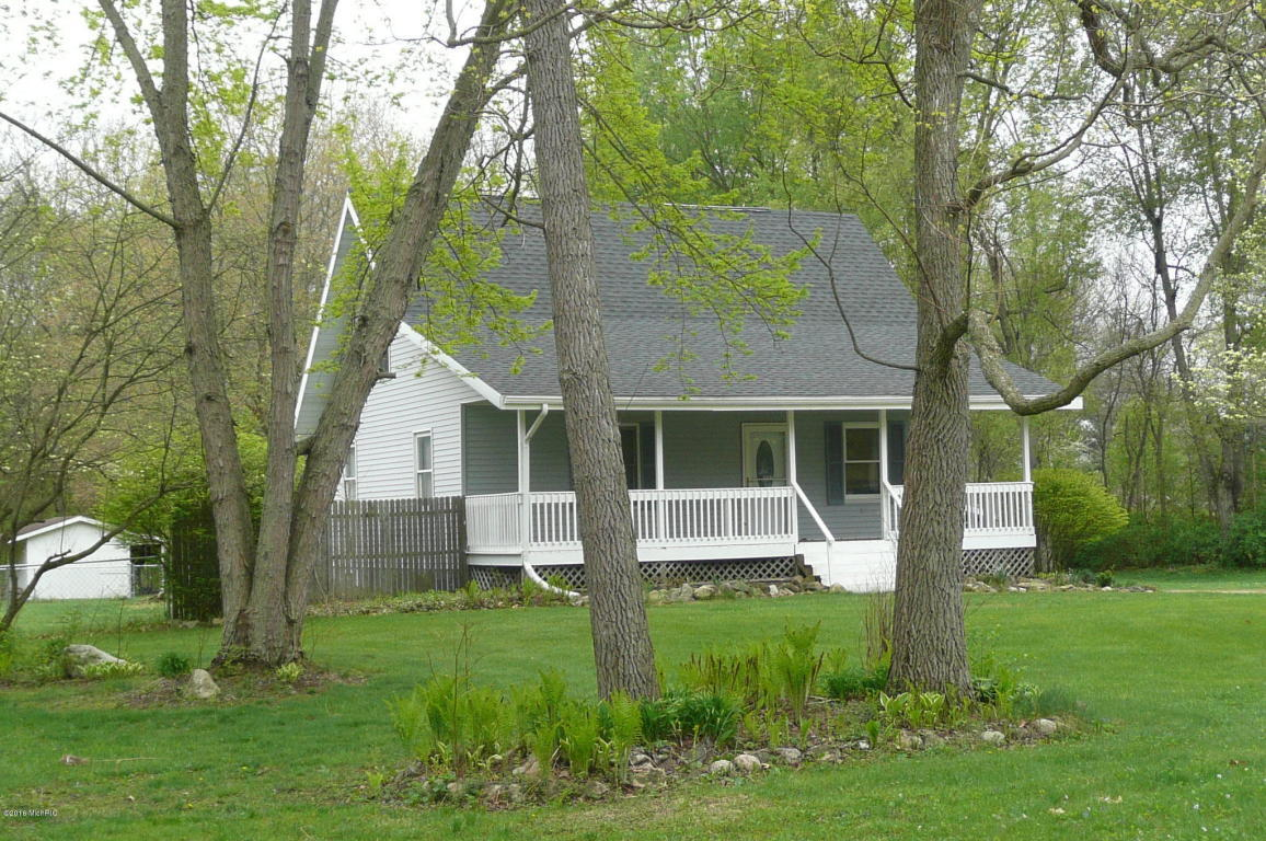 Image is an exterior shot of the described home for sale in Niles, Michigan.