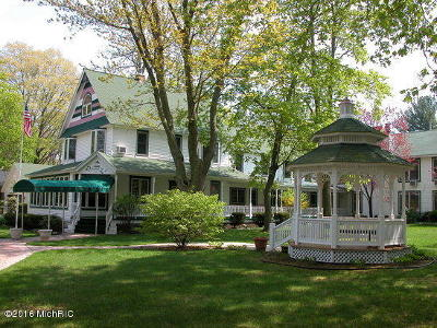 Allegan County Single Family Home For Sale: 83 Lakeshore Drive