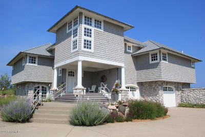 Benzie County, Charlevoix County, Clare County, Emmet County, Grand Traverse County, Kalkaska County, Lake County, Leelanau County, Manistee County, Mason County, Missaukee County, Osceola County, Roscommon County, Wexford County Single Family Home For Sale: 314 Dunes Drive