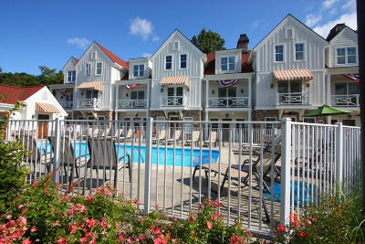 Holland Condo/Townhouse For Sale: 2057 Lake Street #6C