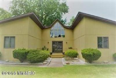 Coloma Single Family Home For Sale: 7000 S Maple