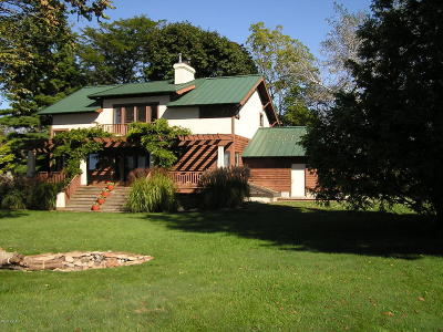 South Haven Single Family Home For Sale: 916 Adams Road
