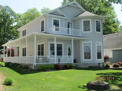 Branch County, Hillsdale County Single Family Home For Sale: 748 Waterfront Drive