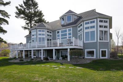 Kalamazoo Single Family Home For Sale: 4011 Woodhams Avenue