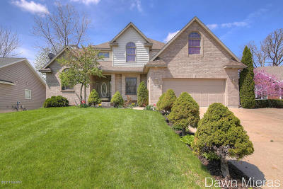 Single Family Home For Sale: 3705 Windshire Drive SE