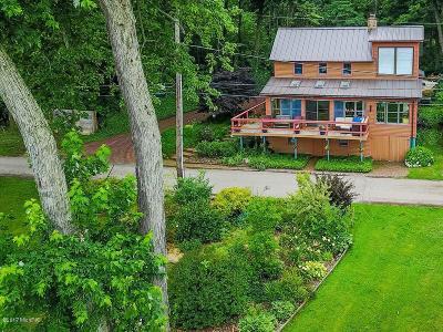 Dowagiac Single Family Home For Sale: 55945 Inn D Inn Drive