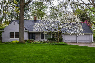 Kalamazoo MI Single Family Home For Sale: $215,000