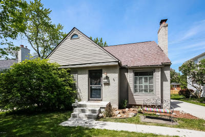 East Grand Rapids Single Family Home For Sale: 2501 Richards Drive SE