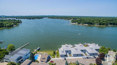 Spring Lake Condo/Townhouse For Sale: 400 Lakeview Court #30