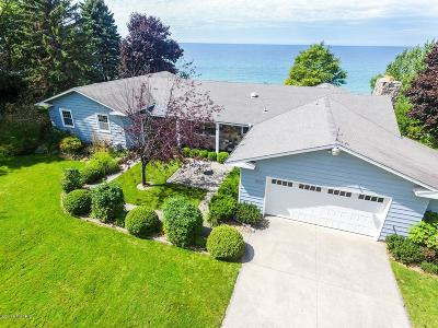 Manistee County Single Family Home For Sale: 1806 Surfside Drive