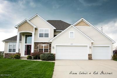 Walker Single Family Home For Sale: 2467 Kinnrow Avenue NW