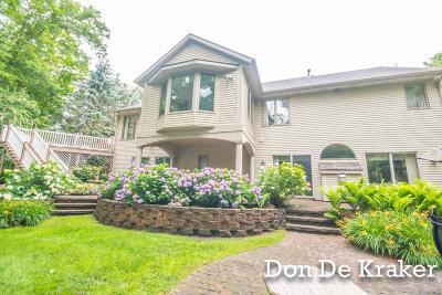Grandville Single Family Home For Sale: 284 Covington Ct