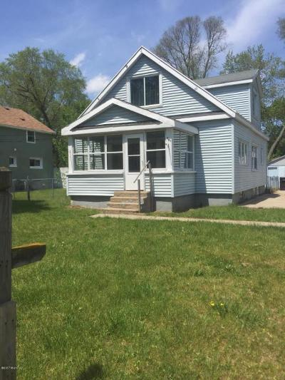Single Family Home For Sale: 301 Murray SW