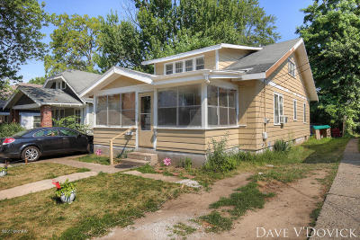 Single Family Home For Sale: 835 Burton Street SE
