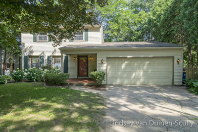 Single Family Home For Sale: 2048 Cherry Run Court NW