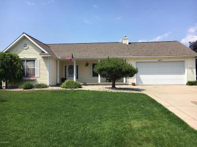 Jenison Single Family Home For Sale: 2871 Hunters Drive