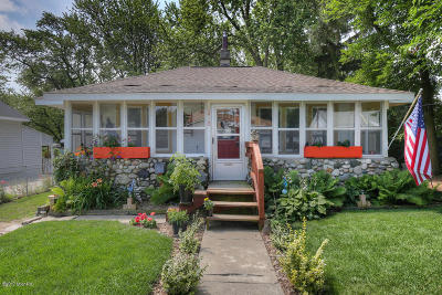 Single Family Home For Sale: 1410 Mason NE