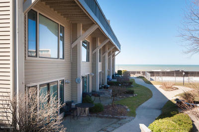 South Haven Condo/Townhouse For Sale: 69 North Shore Drive #34