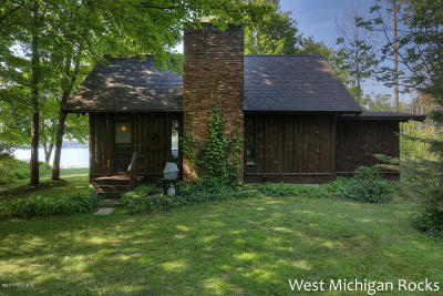 Whitehall Single Family Home For Sale: 5762 S Shore Drive