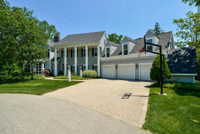 Grand Rapids Single Family Home For Sale: 122 Mercer Court