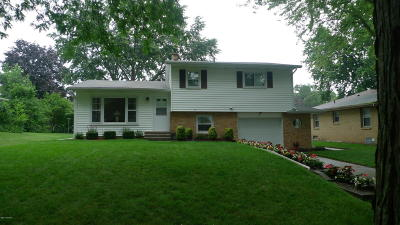Single Family Home For Sale: 2147 Apple Avenue NW