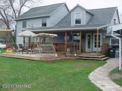 Fremont MI Single Family Home For Sale: $219,900