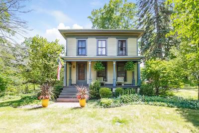 Saugatuck Single Family Home For Sale: 6594 Allegan Street