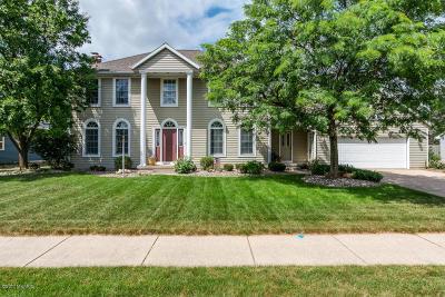 Rockford Single Family Home For Sale: 6040 Meadowlark Drive NE