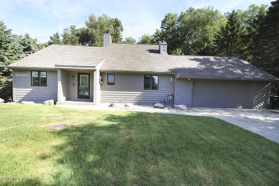 Plainwell Single Family Home For Sale: 167 Country Club Boulevard