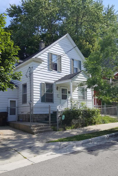 Grand Rapids Single Family Home For Sale: 339 Page Street NE