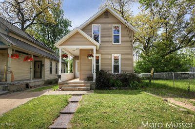 Single Family Home For Sale: 840 Sigsbee Street SE