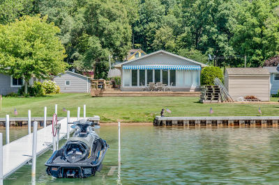 Vandalia Single Family Home For Sale: 65770 Lakeshore Drive