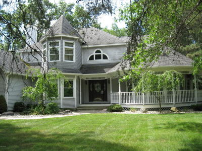 Manistee County Single Family Home For Sale: 1835 Blossom Trail