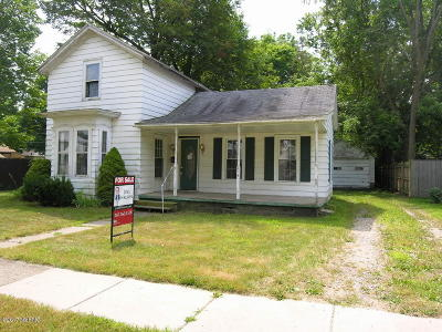 Plainwell Single Family Home For Sale: 214 E Grant Street