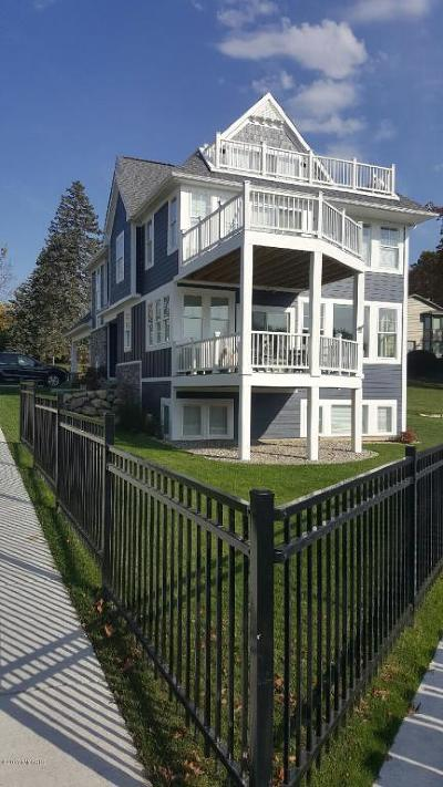 South Haven Single Family Home For Sale: 38 N Shore Drive