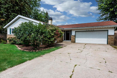 Single Family Home For Sale: 4048 Glenorchard Drive