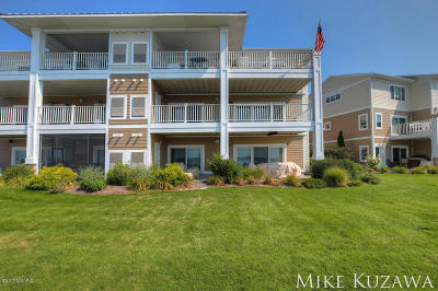 Grand Haven, Spring Lake Condo/Townhouse For Sale: 930 W Savidge Street #19