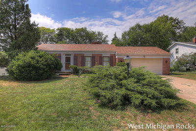 Kentwood Single Family Home For Sale: 1640 Waterbury Drive SE