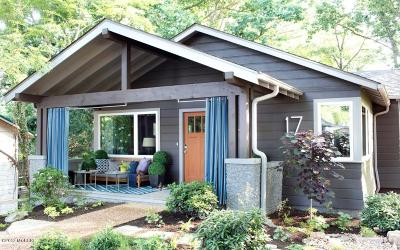 Single Family Home For Sale: 447 Franklin Street SE