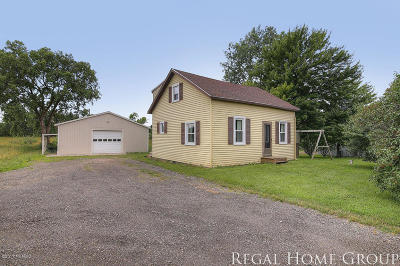 Grandville MI Single Family Home For Sale: $154,900
