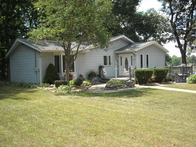 Single Family Home For Sale: 363 Lilac Lane
