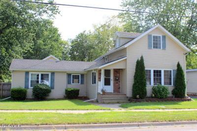 Hillsdale MI Single Family Home Active Contingent: $114,900