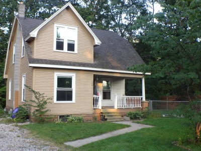 Allegan Single Family Home For Sale: 140 Linn Street