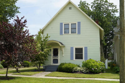 Van Buren County Single Family Home For Sale: 110 Monroe Street