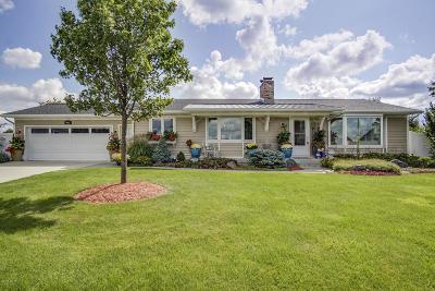 Zeeland Single Family Home For Sale: 1062 64th Avenue