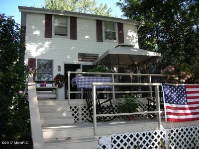 Kalamazoo Single Family Home For Sale: 8337 W Long Lake Drive