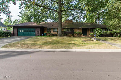 Single Family Home For Sale: 125 Lakewood Drive
