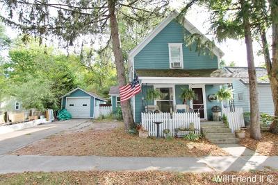 Grand Rapids Single Family Home For Sale: 604 Lamberton Street NE
