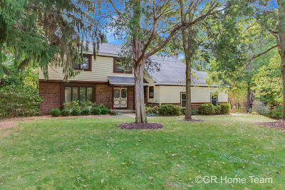 Grand Rapids Single Family Home For Sale: 1870 Forest Shores Drive SE